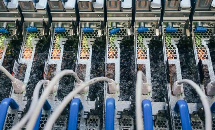 مايكروسوفت تقلل خطر مراكز البيانات على المياه والوقود